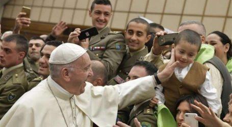 """Il Papa e le catechesi sul """"Padre Nostro"""": impariamo da Gesù a pregare"""