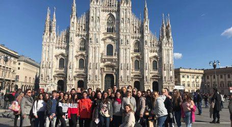 """I """"nostri"""" studenti a messa da Mons. Mario Delpini"""