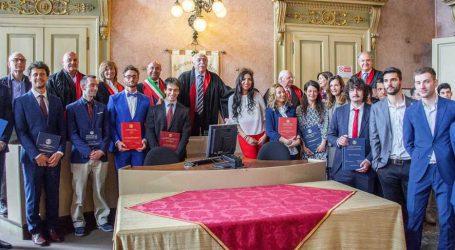 14 studenti laureati in Municipio