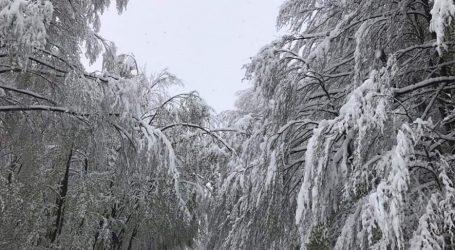 Un 5 maggio con neve e gelo nei paesi dell'alta Valle Staffora