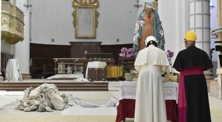 """Il Papa a Camerino: """"Le promesse non finiscano nel dimenticatoio"""""""