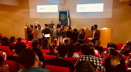 """Premi ai vincitori dei concorsi promossi dal """"Rotary Club"""""""