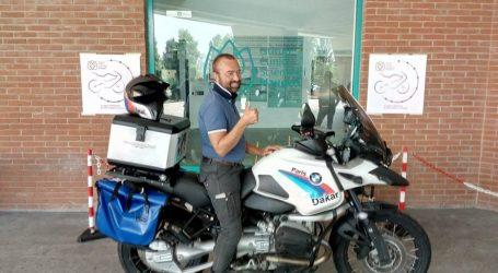 Macchina per la dialisi nel baule della moto