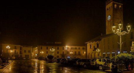 A Castelnuovo la piazza è illuminata con i led