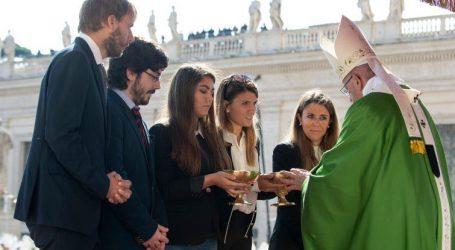 """Papa Francesco ai giovani: sognare e sperare insieme contro i """"mercanti di morte"""" e i """"profeti di sventura"""""""