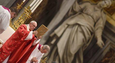 """Papa Francesco: """"La Bibbia non deve essere un privilegio per pochi"""""""