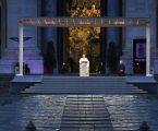 """Il Papa: """"Benedici il mondo, non lasciarci in balia della tempesta"""""""