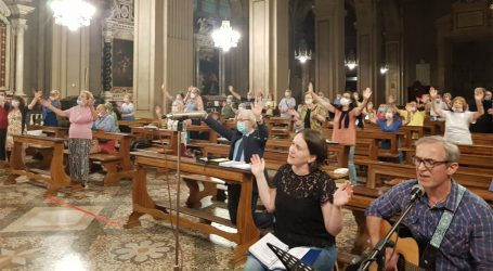 I gruppi del RnS davanti all'Eucaristia