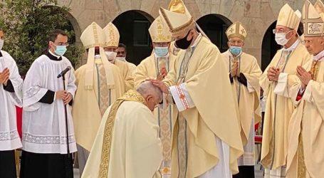 Genova abbraccia il nuovo vescovo