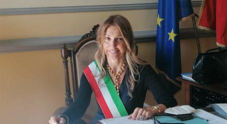 La sindaca Garlaschelli: «Restiamo uniti»