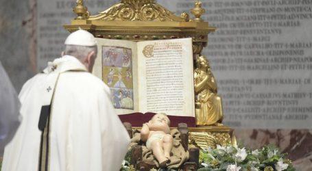 """Papa Francesco: """"Chi non adora Dio, adora il diavolo"""""""