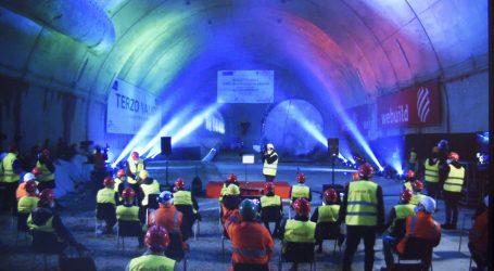 Si vede la luce in fondo al tunnel
